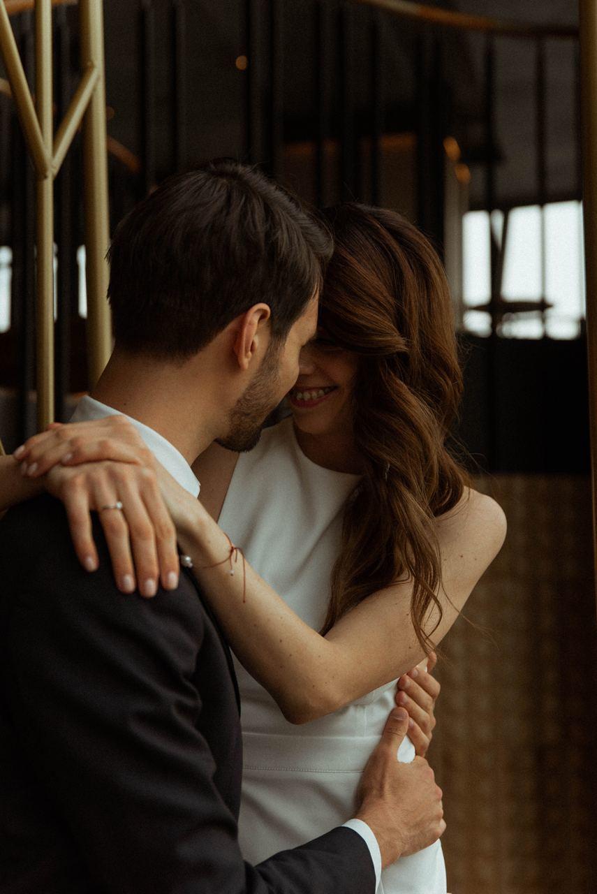 Love in the city: элегантная свадьба в ресторане