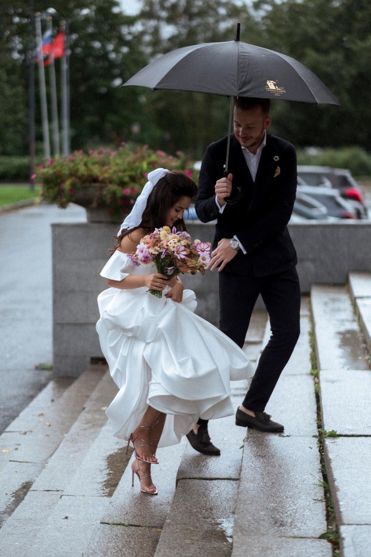 Садовые цветы: свадьба в загородном клубе