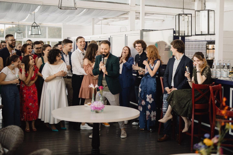 Brightness: летняя свадьба-вечеринка в ресторане
