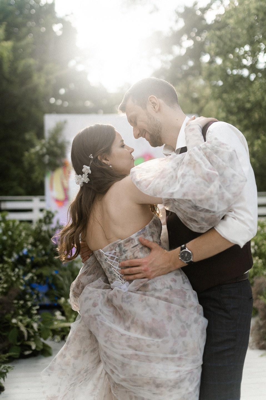 Заброшенный сад: яркая свадьба в Forest Hall