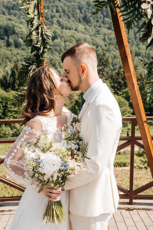 Sleep On The Floor: уютная свадьба в горах