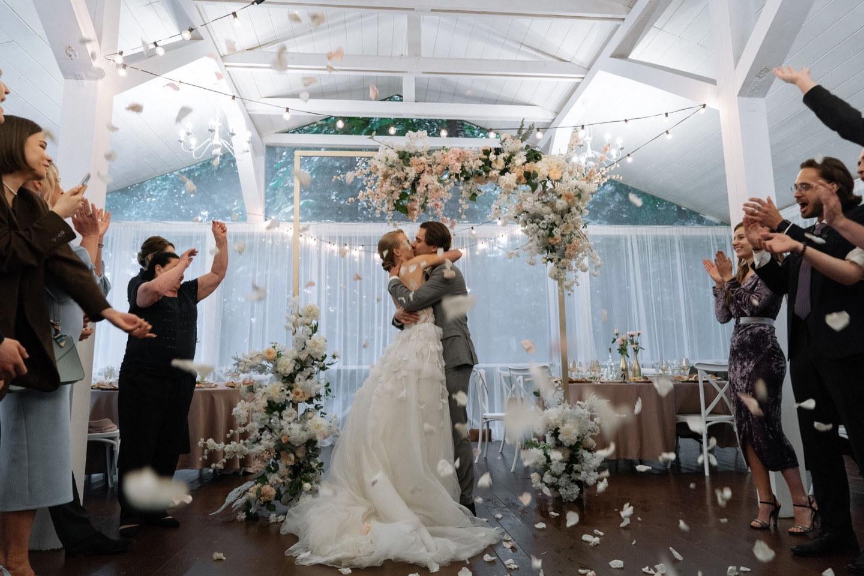 Champagne: романтическая свадьба за городом