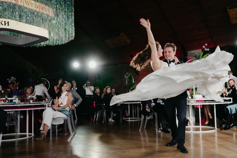 Tropics: яркая свадьба за городом
