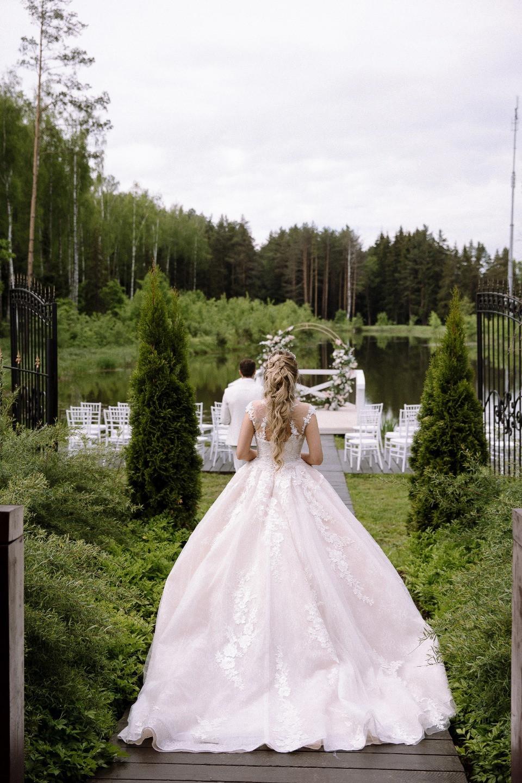 White grace: стильная свадьба в доме у озера