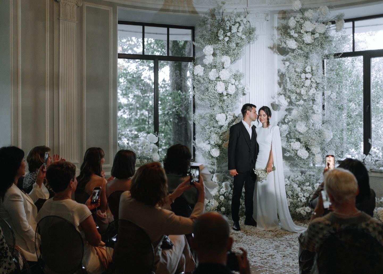 White minimalism: элегантная стильная свадьба