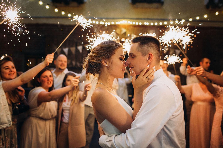 Камерная свадьба в европейском стиле в усадьбе Роден