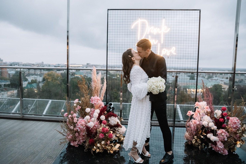«Drunk in love»: современная свадьба на крыше