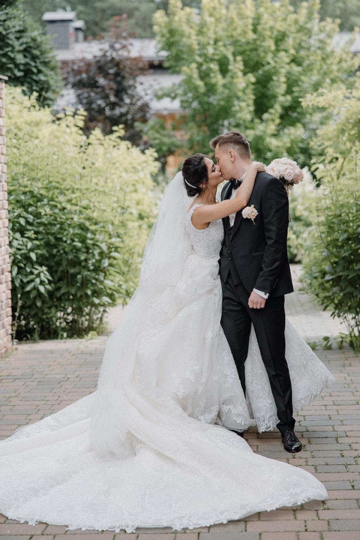 Pink fairy tale: романтическая свадьба за городом