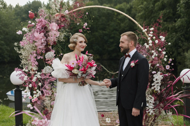 Стиль 30-ых годов: яркая романтическая свадьба